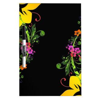 Fondo floral del hibisco hawaiano abstracto oscuro tableros blancos