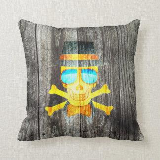 Fondo gris de madera del cráneo del gorra fresco d cojin