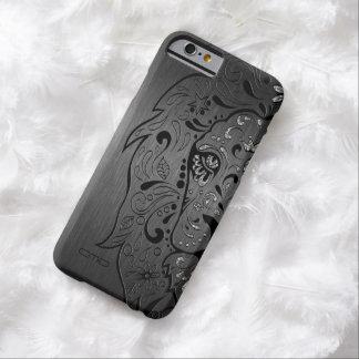 Fondo gris metálico del león del cráneo negro del funda de iPhone 6 barely there