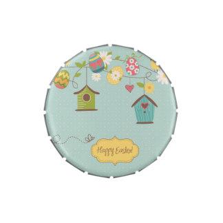 Fondo hermoso de la primavera con las casas del jarrones de caramelos