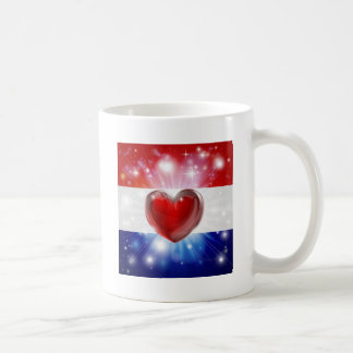 Fondo holandés del corazón de la bandera del amor tazas