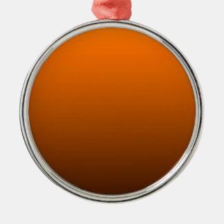 fondo inferior oscuro superior anaranjado del adorno redondo plateado