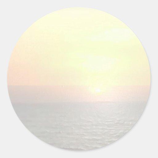 Fondo ligero del espacio en blanco de la sombra - pegatina redonda