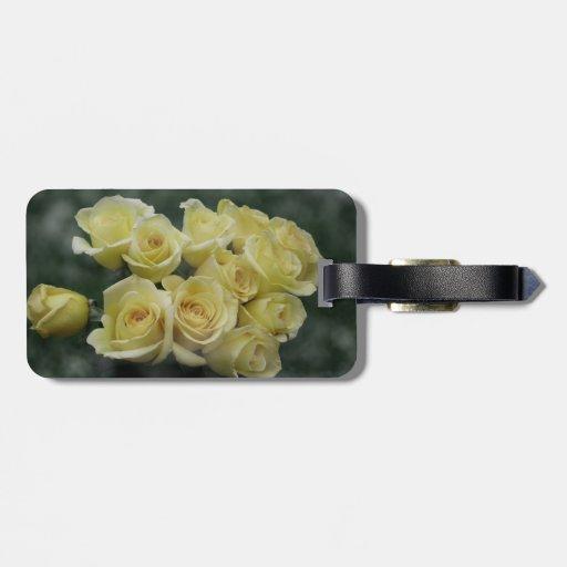 Fondo manchado ramo del rosa amarillo etiqueta de equipaje