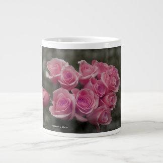 fondo manchado ramo subió colorized rosa taza de café grande