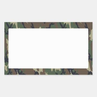 Fondo militar del camuflaje del bosque con blanco pegatina rectangular
