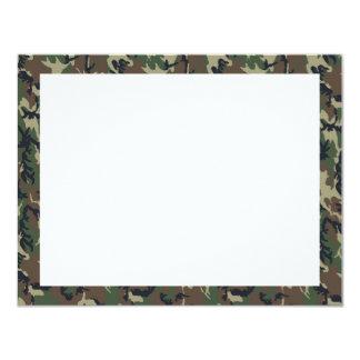 Fondo militar del camuflaje del bosque invitación 10,8 x 13,9 cm