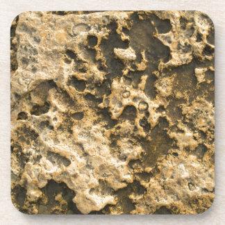 Fondo natural de la piedra caliza amarilla posavasos