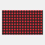 Fondo negro de los lunares y puntos rojos pegatina rectangular