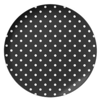 Fondo negro de los pequeños lunares blancos plato de cena