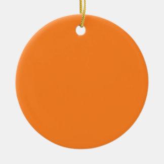 Fondo negro y anaranjado del Dos-Tono en un Adorno Navideño Redondo De Cerámica