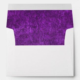 Fondo o papel púrpura abstracto con brillante sobres