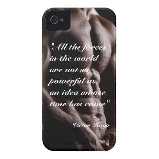 Fondo potente del cuerpo de la cita de Victor Hugo iPhone 4 Case-Mate Protectores