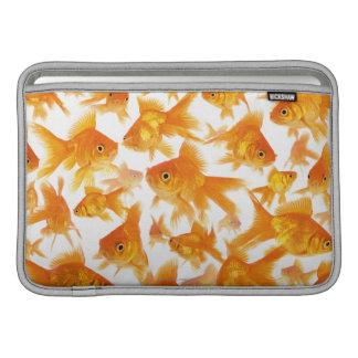Fondo que muestra un grupo grande de Goldfish Funda Macbook Air