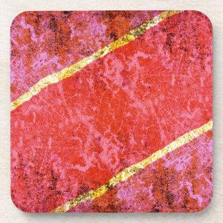 Fondo rasguñado rojo con las rayas amarillas posavasos de bebida