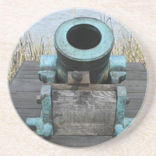 fondo rechoncho de la hierba del agua del canon posavaso para bebida
