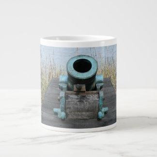 fondo rechoncho de la hierba del agua del canon taza de café gigante