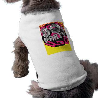 Fondo retro del fiesta camisa de perro