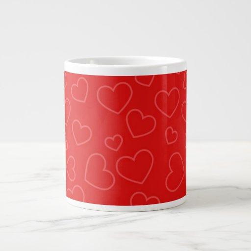 Fondo rojo de los corazones taza de café gigante