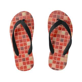 Fondo rojo de teja de mosaico chanclas para niños