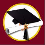 Fondo rojo del casquillo y del diploma de la gradu esculturas fotográficas