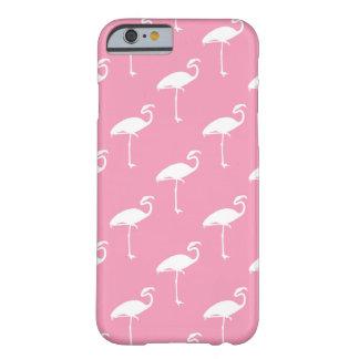 Fondo rosado de los flamencos tropicales blancos funda barely there iPhone 6