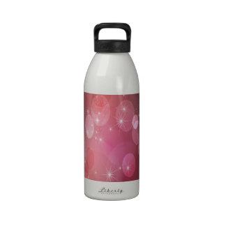 Fondo rosado y rojo botella de beber