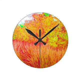 Fondo saturado de la Florida del árbol de hierba Reloj Redondo Mediano