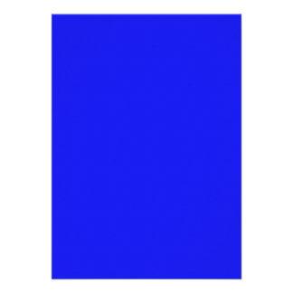 Fondo sólido azul de neón brillante del día de fie invitación personalizada