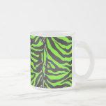 Fondo verde de neón de la textura de la piel de la tazas de café