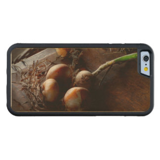 Food - Freshly pulled onions Carved Maple iPhone 6 Bumper Case