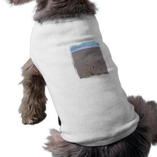 Footprints in beach sand blue ocean in back doggie t-shirt