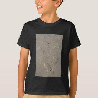 Footprints on the beach T-Shirt