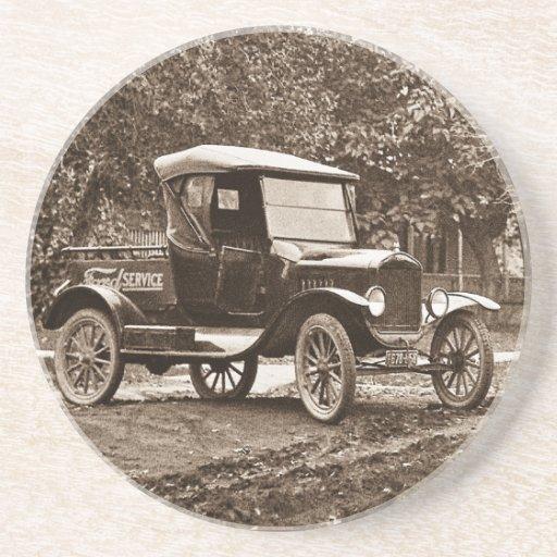Ford mantiene el camión de recogida del vintage posavasos para bebidas