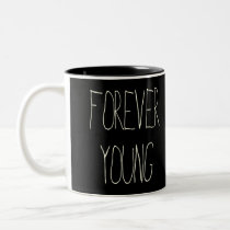 forever young, vintage, folk, quote, quotations, music, cool, motivationnal, funny, nostalgia, inspire, geek, oldies, youth, mug, Caneca com design gráfico personalizado