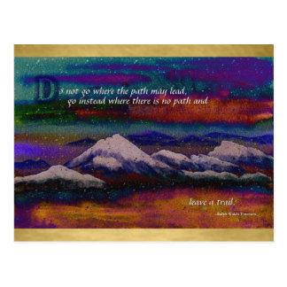 Forje su propio invierno colorido de la montaña de postales