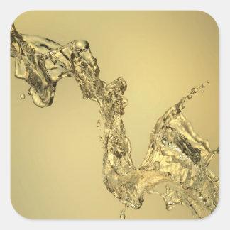 Forma abstracta formada salpicando el agua pegatina cuadrada