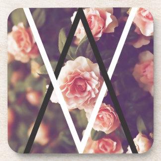 Forma color de rosa romántica del amor del posavaso