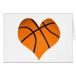 Forma del corazón del baloncesto felicitación