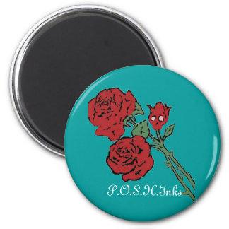 Forma del cráneo del rosa rojo imán redondo 5 cm