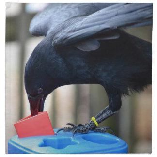 forma negra del cuervo que clasifica el juguete de servilleta imprimida