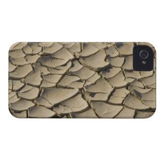 Formación agrietada del fango en el piso del valle iPhone 4 fundas