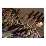 Formación de ciclo que monta en bicicleta del cicl felicitación