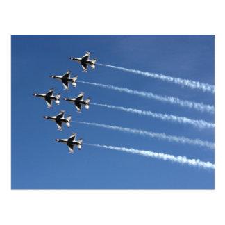 Formación del delta de los Thunderbirds F-16 Postales