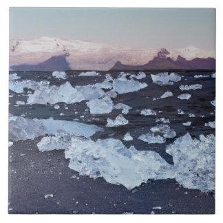 Formación del iceberg en la playa teja  ceramica