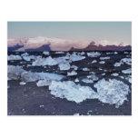 Formación del iceberg en la playa tarjeta postal