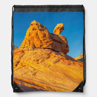 Formaciones de la piedra arenisca en el bolsillo mochilas