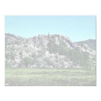 Formaciones de roca del lago Sithylemenkat Invitacion Personalizada