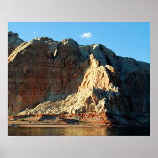 Formaciones de roca en el lago Powell en el poster