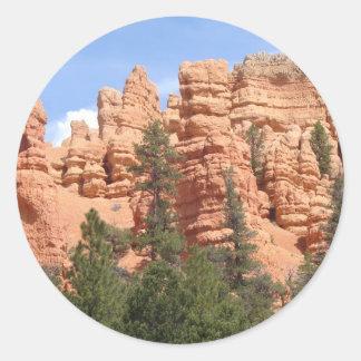 Formaciones geológicas impresionantes en el pegatina redonda